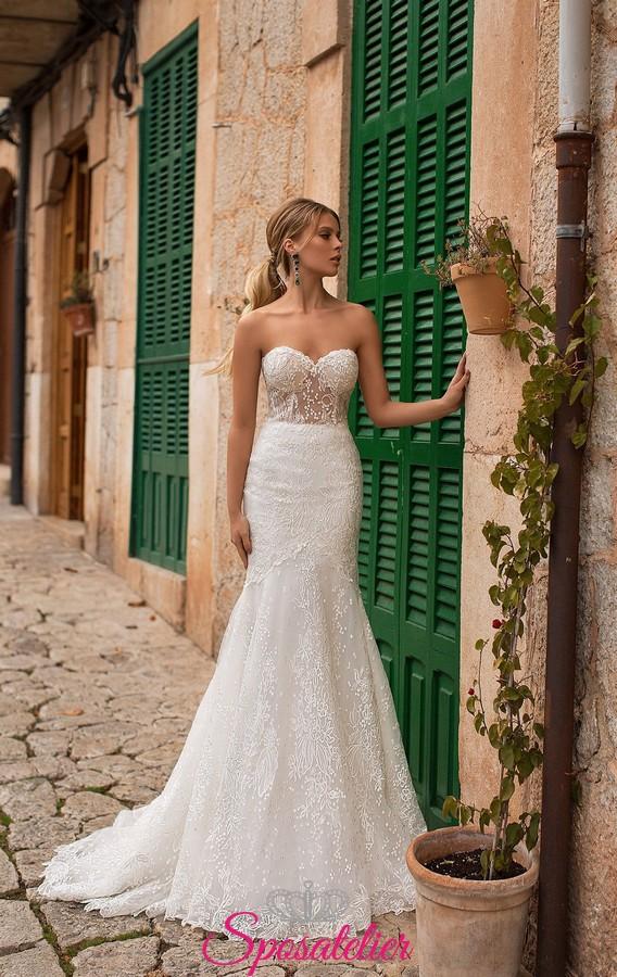 abiti da sposa a sirena in pizzo con corpetto steccato con trasparenza