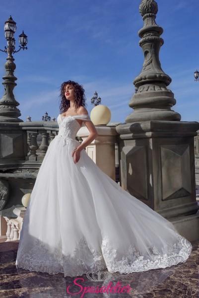 abiti da sposa con corpetto ricamato a cuore e spalline calate romantico
