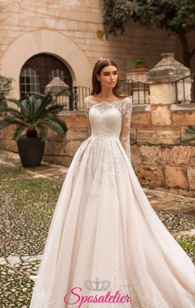 abiti da sposa con scollo a barca e pizzo particolare collezione 2019