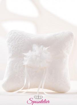 cuscini portafedi di tendenza ricamati a mano