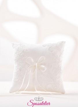 cuscino portafedi elegante particolare con ricami di pizzo vendita online