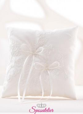 cuscini portafedi ricamati in pizzo bianco o avorio vendita online