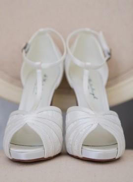 Sandalo sposa con tacco alto in pizzo ispirato al vintage collezione 2019