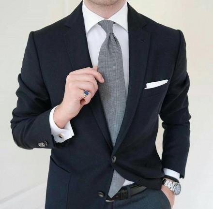 cravatta grigia classica elegante