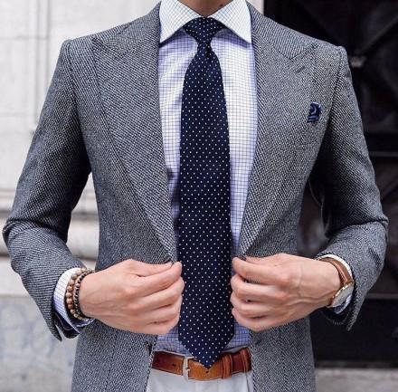 cravatta elegante blu a pois