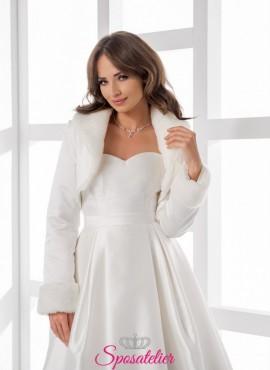 coprispalle per sposa invernale di alta qualità realizzata in raso con dettagli di pelliccia