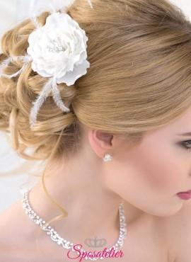 acconciatura sposa con fiore 2019 collezione online colori bianco o avorio