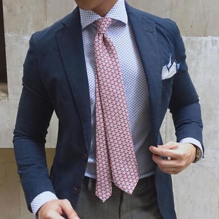cravatta fiorellini bianchi
