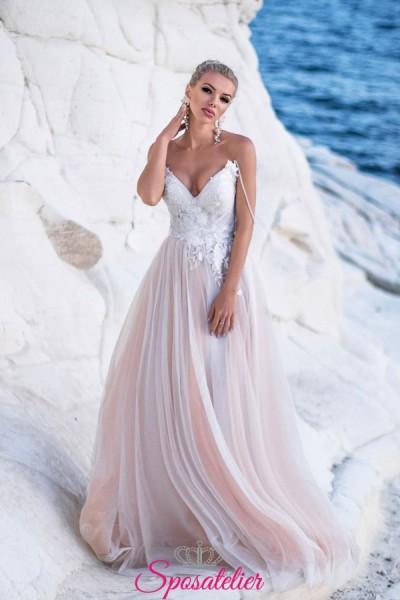 abito da sposa con corpetto di pizzo e gonna di tulle colorata collezione 2019