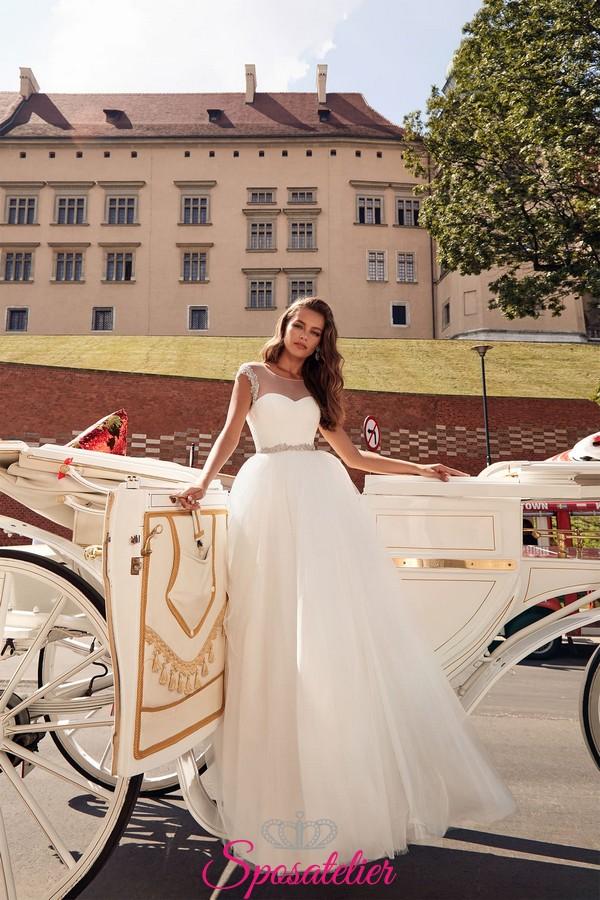 andare online prezzo folle risparmi fantastici abito da sposa con gonna di tulle e cintura con strass collezione 2019