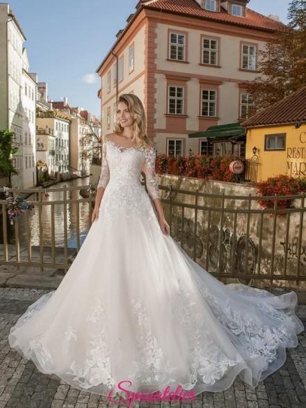 abiti da sposa online Italia con Gonna ampia e strascico lungo  2019