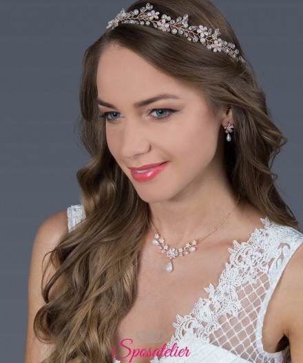 acconciature capelli lunghi da sposa color oro rosa con strass