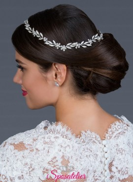 Acconciatura sposa per capelli online con strass trasparenti lucenti
