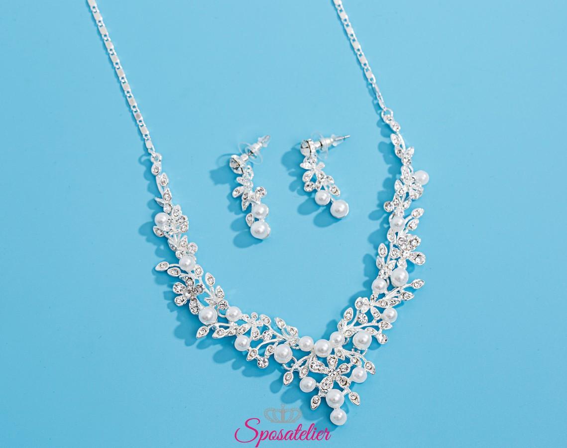 spedizioni mondiali gratuite originale a caldo prezzo all'ingrosso gioielli da sposa con cristalli e perle color avorio.online collezione 2019