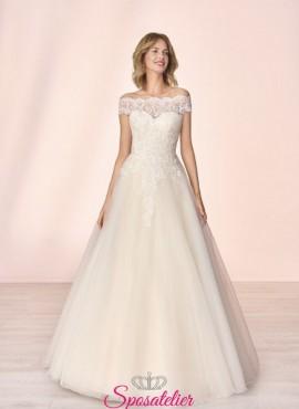 abiti da sposa con scollo a barchetta di pizzo collezione 2020