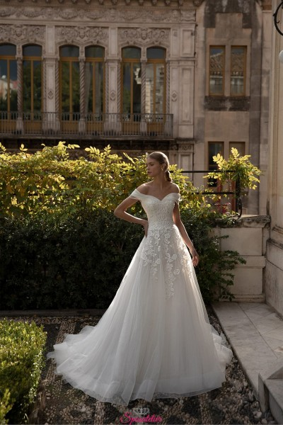 abiti da sposa online 2021 scollatura omerale  gonna da principessa