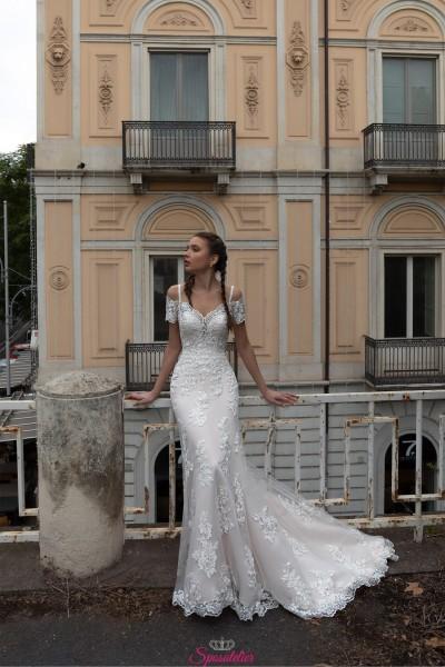 abiti da sposa online  modello sirena in pizzo con strascico